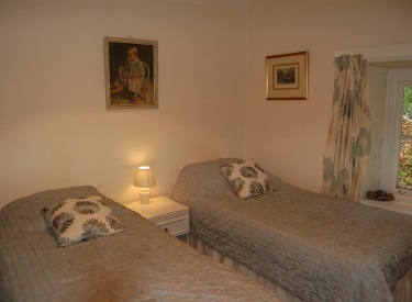 Rear Twin bedroom devon holiday cottage